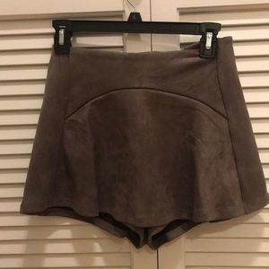 NEW LF Gray Suede Shorts w Skirt Front